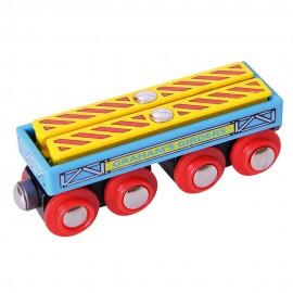 Duży wagon z belkami ze stali