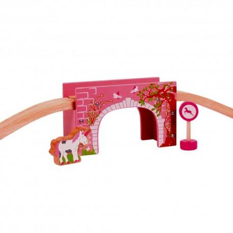 Różowy most z łukiem